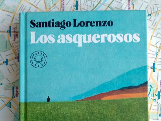 """Los Asquerosos – Santiago Lorenzo La """"Mochufa"""" al ataque"""